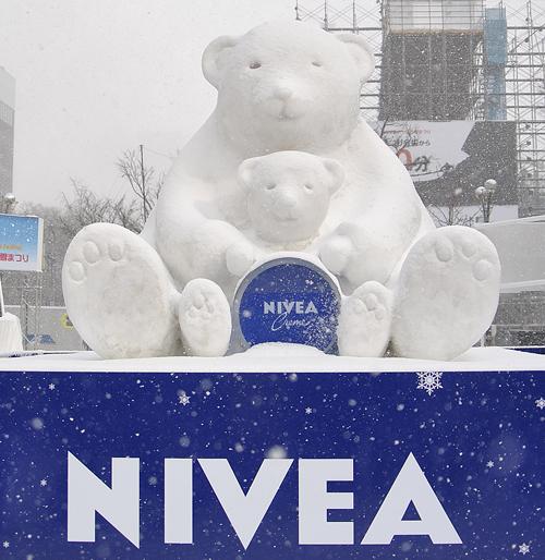 ニベア雪像